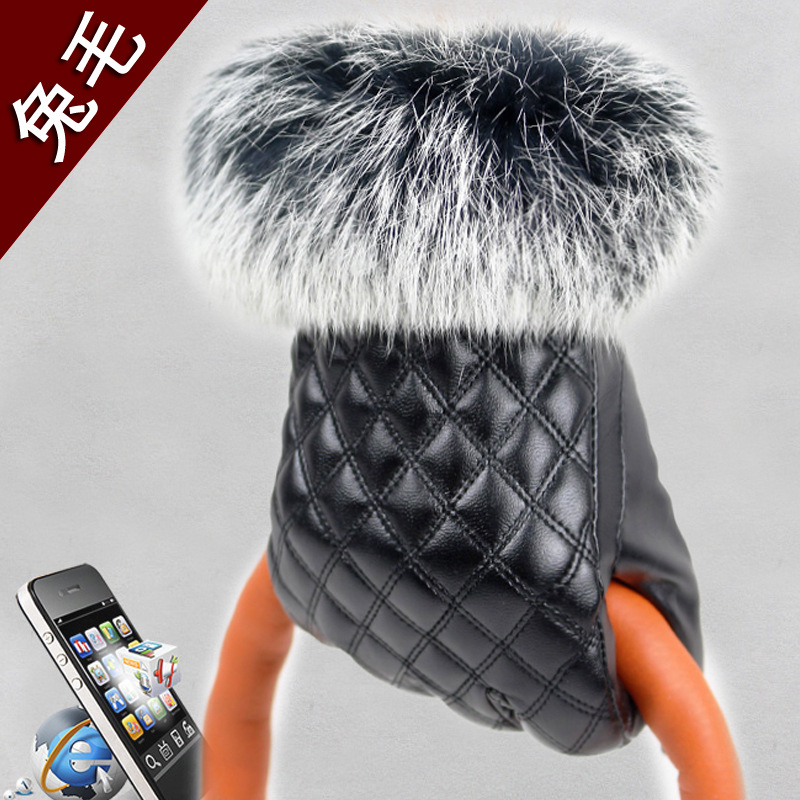 Touch leather gloves Ms. autumn and winter rabbit fur Quilted design manicure plus velvet warm black rabbit hair lady autumn winter new weaving small pineapple fur hat in winter to keep warm very nice and warm comfortable