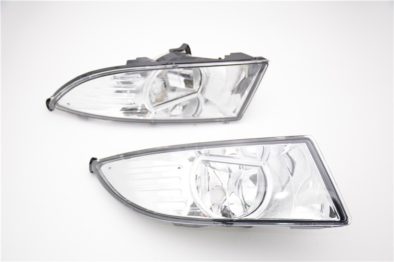 1Pair New Front Halogen Fog Lights Fog Lamps For Skoda Fabia 2011-2014 free shipping new pair halogen front fog lamp fog light for vw t5 polo crafter transporter campmob 7h0941699b 7h0941700b