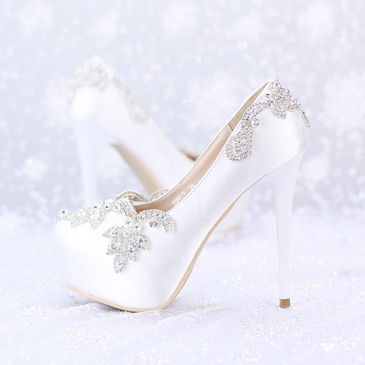 ФОТО White silk high with the bride shoes Water table crystal shoes wedding shoes Wedding photo shoot shoes