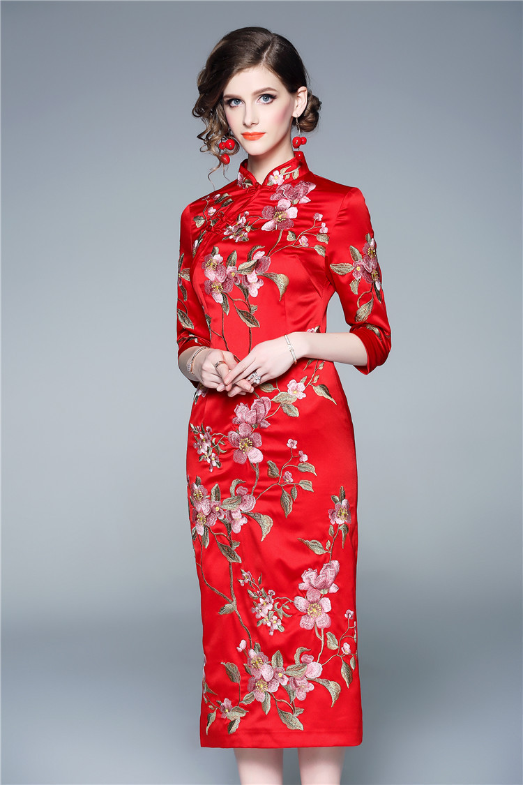 b888c29b1560 Top Quality Brand Chinese Qipao Dress 2019 Spring Summer Party Vintage Dress  Women Allover Luxurious Embroidery Midi Dress XXL