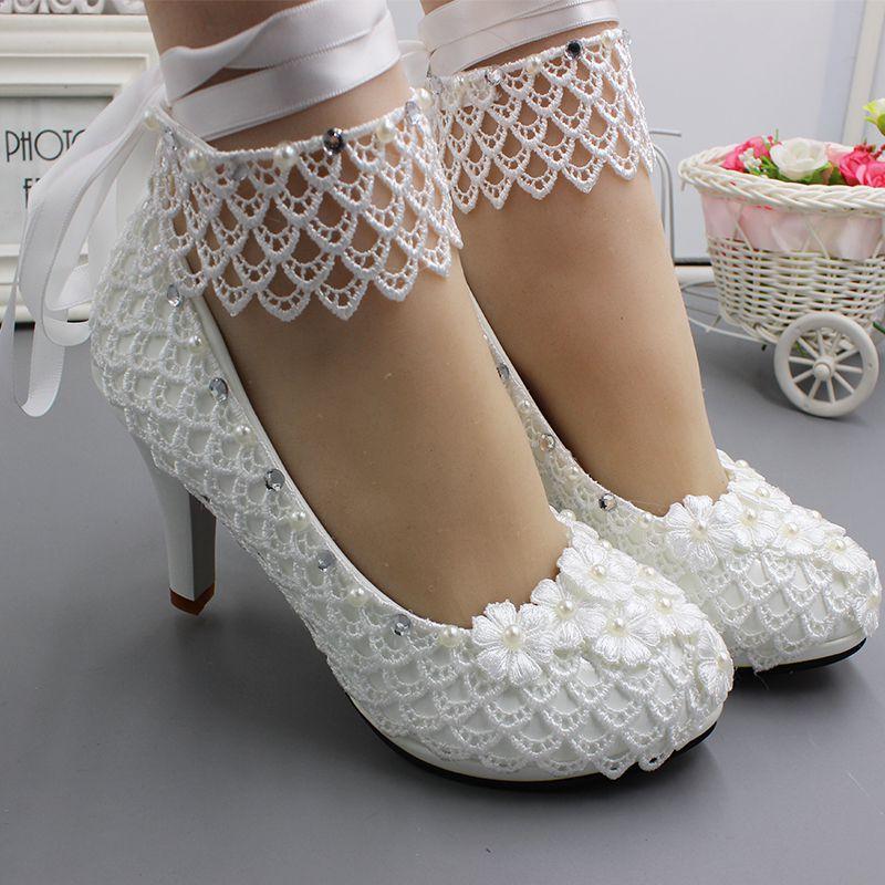 Frauen hochzeit schuhe braut handgemachte spitze blume weiß bänder NQ247 ankle straps damen braut hochzeit party pumsp schuhe-in Damenpumps aus Schuhe bei  Gruppe 1