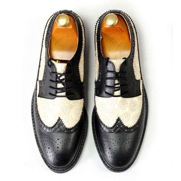 все цены на 2017 luxury Bullock cowhide leather oxfords for men pointed embroidered leather lace up formal dress shoes men black flat shoes