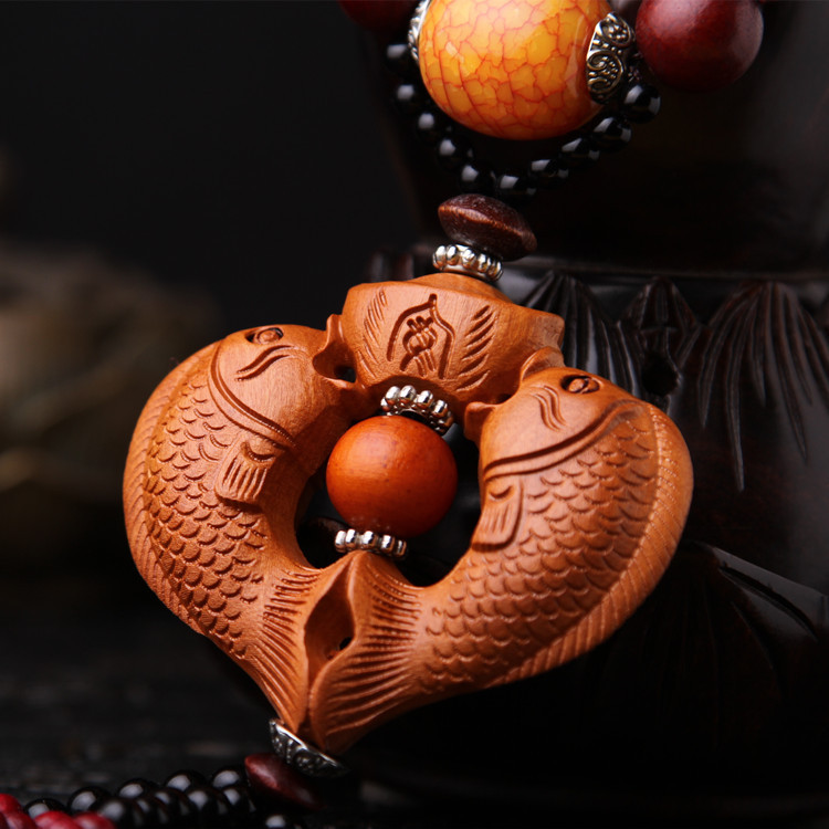 (3pcs)Double fish solid wood carvings of the concentric fish high grade peach wood car upholstery car hangs the wind bell.