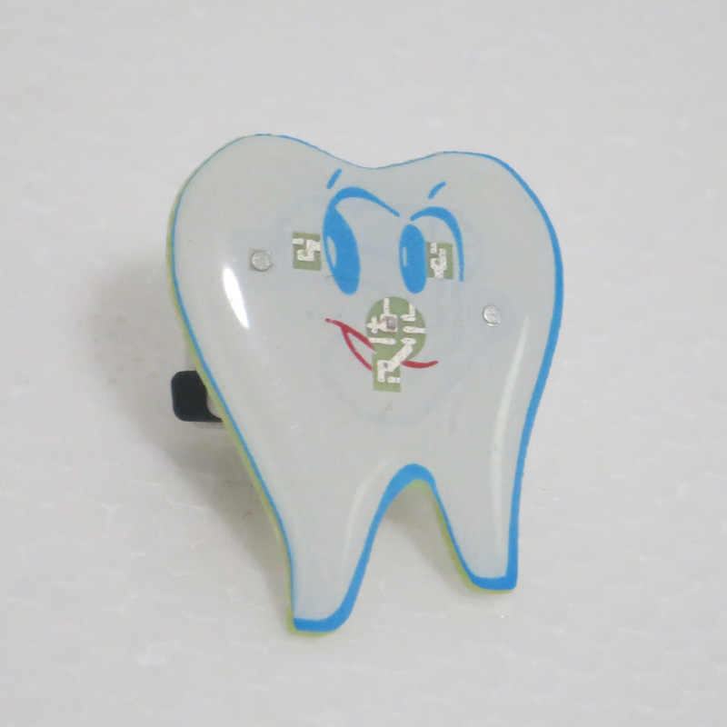Dental simle Distintivo Dental clinic regalo Tipo di Dente Luce Forma Spilla Distintivo Dentista Igienista Pin Accessori Dell'ornamento