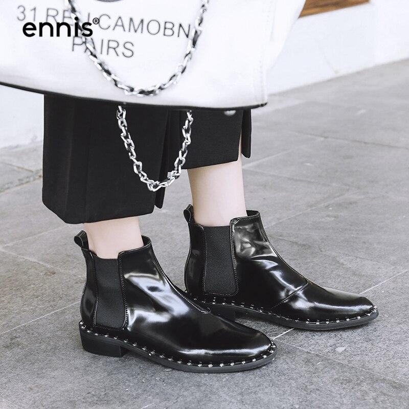 Ennis Marke Designer Nieten Stiefel Frauen Karree Chelsea Schuhe Aus Echtem  Leder Elastische Kurze Stiefel Herbst Neue Mode A704 in Ennis Marke Designer  ... 7320aab50f