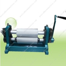 Hand Crank Beeswax engraving roller machine 75*250mm