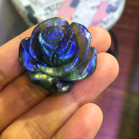 In 2018, the new natural labradorite stone rose as a wedding decoration as a gift.