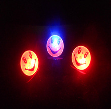 100pcs/lot Flashing Cartoon LED Brooch Smiling Face Shape Glow Pin Party Children Gift L031
