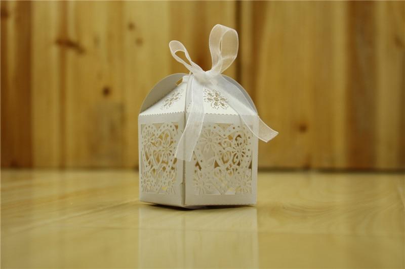 50 pcs/lot Pur Blanc Creux Modèle de Coeur De Sucrerie Boîtes Titulaire Emballage Sac Pour Anniversaire De Fiançailles De Mariage Fournit Cadeaux De Fête dans Cadeau Sacs et Emballage Fournitures de Maison & Jardin