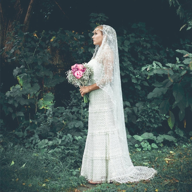 Simple Cascading Chantilly Lace Wedding Veil Long Lace Mantilla Veil Romantic Waltz Length Bridal Veils Customized Length