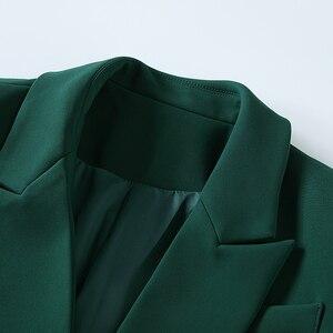 Image 4 - באיכות גבוהה הכי חדש 2020 מעצב בלייזר נשים של ארוך שרוול טור כפתורים כפול מתכת האריה כפתורים בלייזר מעיל חיצוני כהה ירוק