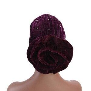 Image 3 - Helisopus 2020 mode femmes perlé velours musulman Turban chapeaux bandeau nouveau grande fleur perte de cheveux casquette cheveux accessoires