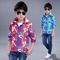 2017 весной и осенью мода классический детская куртка мальчик 4-13 лет геометрическая печать Камуфляж водонепроницаемые Куртки