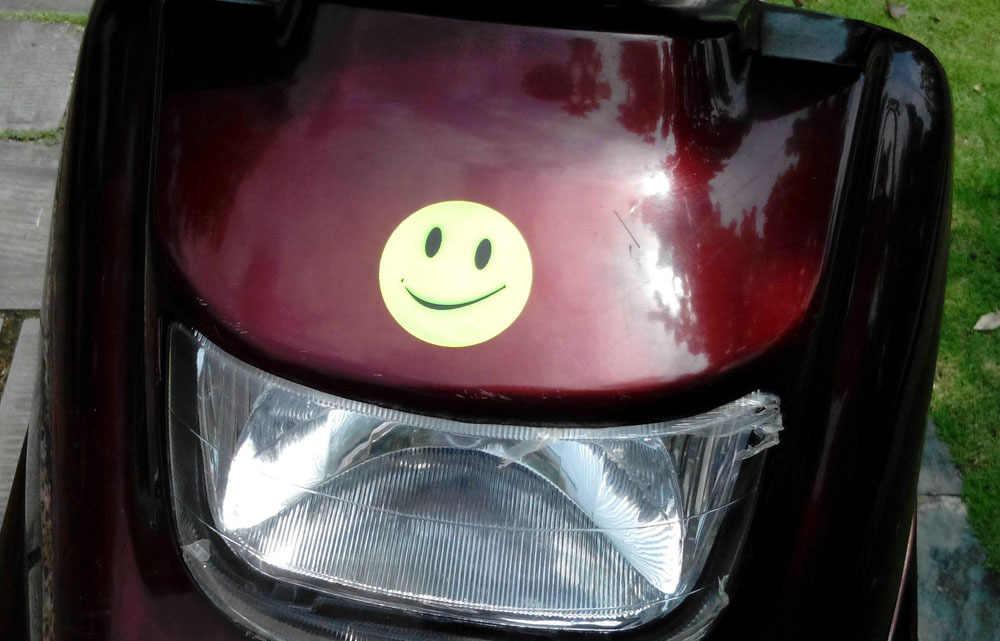 1 Lembar 6.5 Cm Wajah Senyum Outdoor Lalu Lintas Keselamatan Reflektif Stiker Lucu Alat Tulis Stiker untuk Tas Sepeda Skuter Sepeda Motor