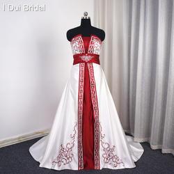 Белое бордовое атласное свадебное платье трапециевидной формы с вышивкой бисером без бретелек Империя Свадебное платье