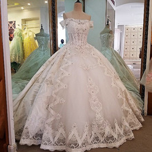 2018 Boat Neck Princess Wedding Dress Ball Gowns Embroidery
