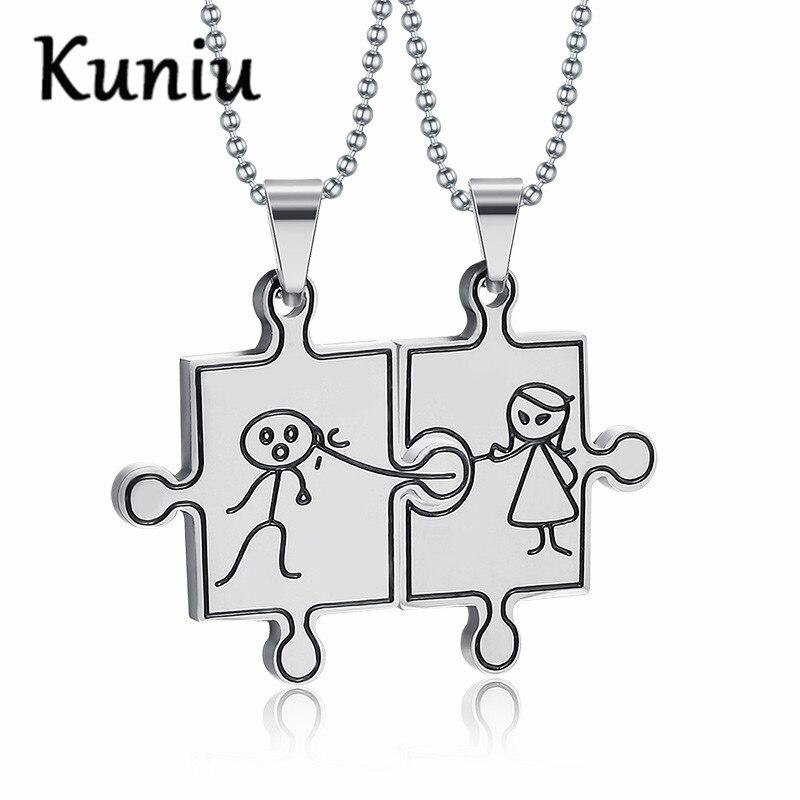 f72fc1a9a8f85 Mignon ensemble poupée couple collier pendentif pour les amateurs de bande  dessinée en acier inoxydable pendentif bijoux de mariage 2 pièces