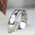 Queen brilliance sólido 14 k oro blanco 585 no menos de GH Laboratorio Crecido Moissanite anillo de Compromiso Del Anillo de Bodas Band Para hombres