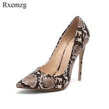 d145c78a6 Rxemzg 2019 primavera outono moda de nova cobra impressão mulheres sapatos  de salto alto sapatos stiletto 12 cm sexy bombas fest.