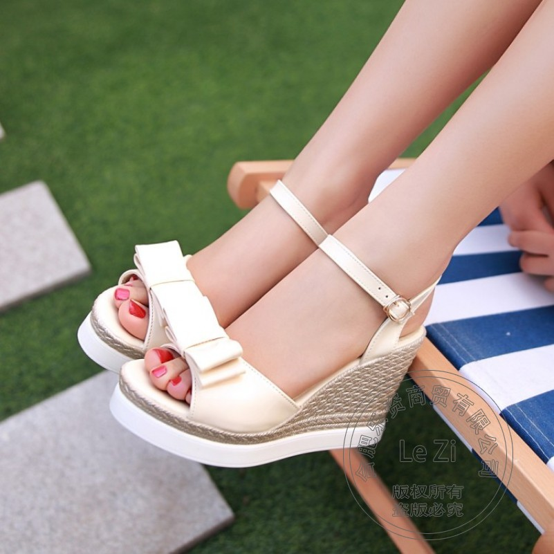 Buckle Strap Cute Shoes Wedge Pu Pu Patent Leather Cement Wear Ladies Wedge Shoes Plain T
