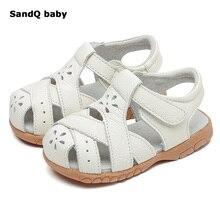 Новые сандалии для девочек, летняя стильная детская обувь из натуральной кожи, открытые детские сандалии со снежинками, обувь для малышей