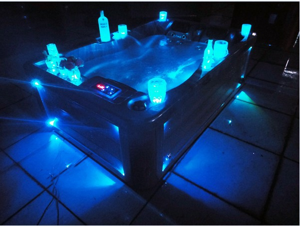 Outdoor swimming pool hot tub with LED light-in Bathtubs ...