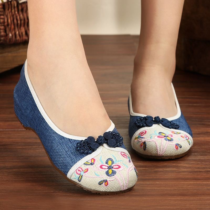 2016 China National Women's Flat Heel Shoes Ladies Old Peking Flower Embroidery Soft Sole Casual Shoes Dancing Shoes vera mont платье