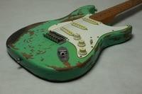 새로운 좋아하는 서핑 녹색 100% 수제 유물 ST 전기 기타 앨더 바디 세 하드웨어 직업 마십시오 유물 기타