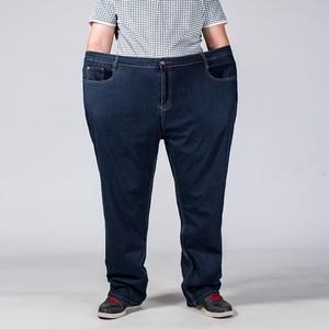 Image 2 - كبيرة الحجم الرجال الجينز 42 44 46 48 50 52 الكلاسيكية مستقيم الجينز الذكور مرونة فضفاضة سراويل جينز عادية ماركة السراويل أسود أزرق