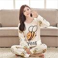 Moda Otoño invierno serie de cachemir Coral pijamas de las mujeres ropa acogedora casa pequeña abeja Linda de la Historieta de Ocio Camisón suite
