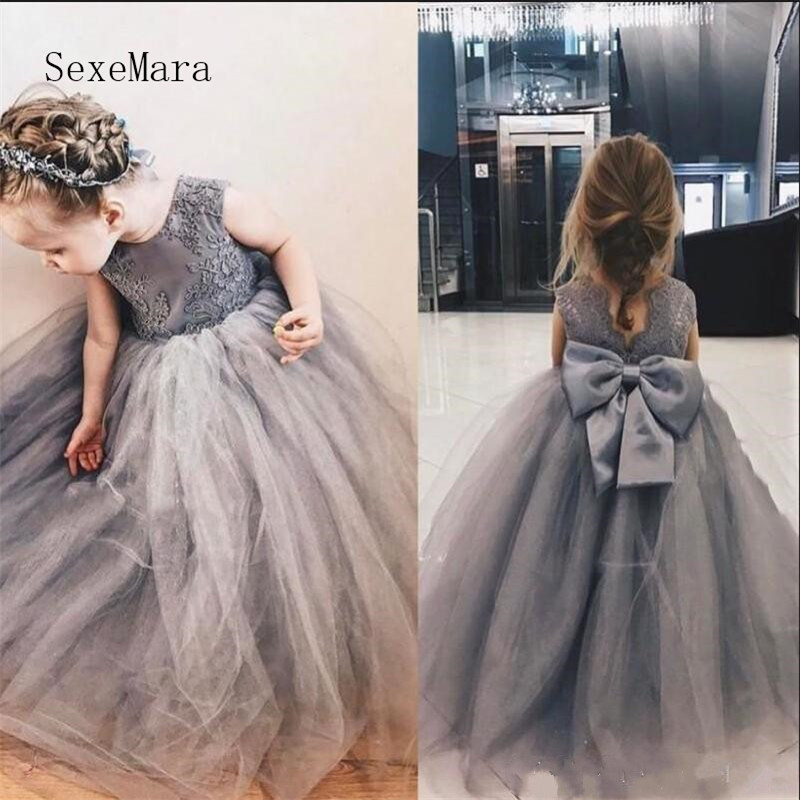 Cute Gray Princess   Flower     Girls     Dresses   with Lace Appliques Jewel Neck V back Big Bow Kids Pageant Gowns Puffy Ball Gown Longo