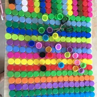 เด็ก DIY ทำด้วยมือ 3 เซนติเมตรที่มีสีสันขวดโค้กขวดหมวก DIY สร้างสรรค์งานฝีมือสำหรับเด็กของเล่นเพื่อการศึกษาแบบโต้ตอบ