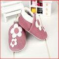 Sdmoccs marca muchachas de los bebés infantiles zapatillas de cuero suave 0-24 m nuevo estilo primeros caminante de cuero antideslizante a prueba de niños zapatos