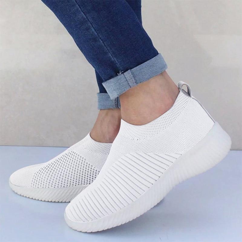 Женские кроссовки из сетчатого материала; мягкая женская трикотажная Вулканизированная обувь; повседневная женская обувь на плоской подошве без застежки; прогулочная обувь; Прямая поставка - Цвет: Белый