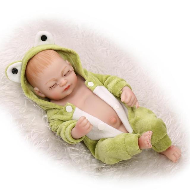 19dc2bedad699 Plein silicone reborn bébés 27 CM mini poupée reborn Cartoon vêtements réel  nouveau-né bébé