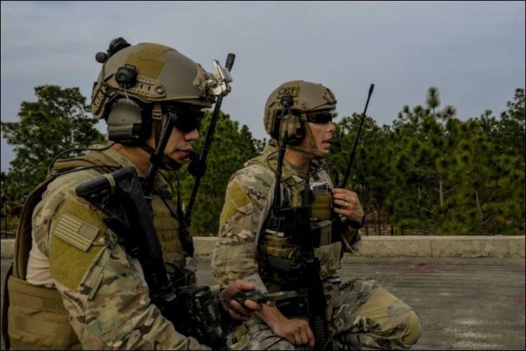 радио УКВ; военная тактика; Разъем:: SMA-женский; Максимальная Мощность:: 20 Вт;