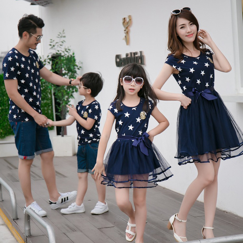 Семейные комплекты с принтом со звездой семейная одежда для мамы папы сына и дочки на лето футболка для папы и сына платье для мамы и дочки ...