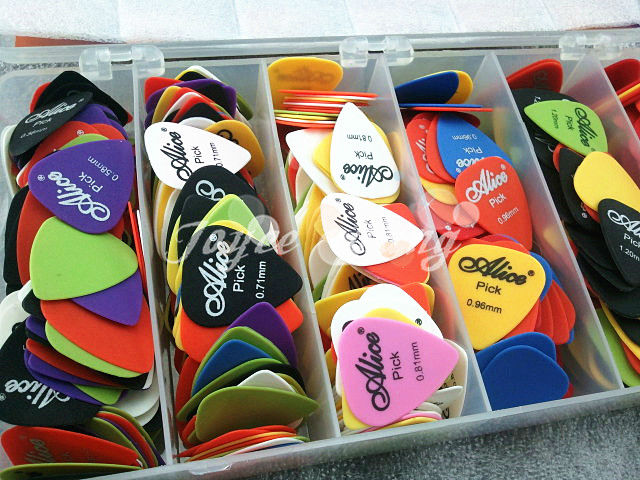Lots of 100pcs Alice Sandblast Matte Nylon Acoustic Electric Guitar Picks Wholesales Free Shipping