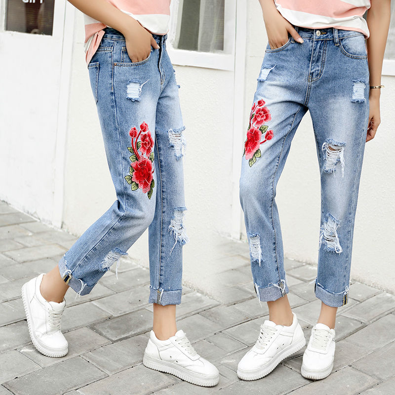 Women 2017 Spring Summer New Flower Embroidery Jeans Vintage Retro Mom Jeans Loose Ripped Hole Pants Women Jeans with Rivet 8679 new summer vintage women ripped hole jeans high waist floral embroidery loose fashion ankle length women denim jeans harem pants