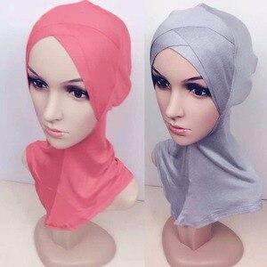 Image 2 - 2017 イスラム教徒シルケット綿四層クロススカーフフルカバーインナー綿ヒジャーブキャップイスラムヘッド磨耗帽子ヘッドバンド色