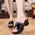 Лето 2017 новый водонепроницаемый кожаные сандалии и тапочки женщин сандалии туфли на платформе клинья платформы удобная обувь