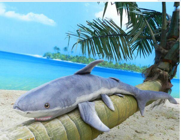 Grande taille peluche requin jouet simulation peluche gris requin poupée cadeau d'anniversaire environ 140 cm