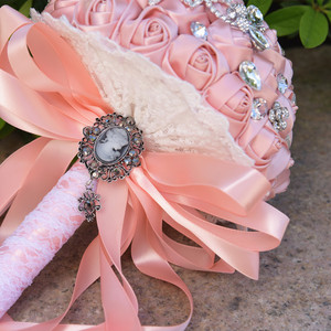 Image 3 - Kyunovia Vintage Brooch Bouquet Lace Handle Bridal Bouquets Wedding Accessories Brooches Bouquet Crystals Wedding Bouquet FE71
