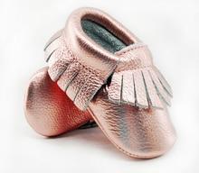 Блестящие Розовые мокасины из натуральной кожи для малышей, мягкая обувь розового и золотого цвета для маленьких девочек, обувь для малышей, обувь с бахромой для младенцев 0-30 месяцев, 16 цветов