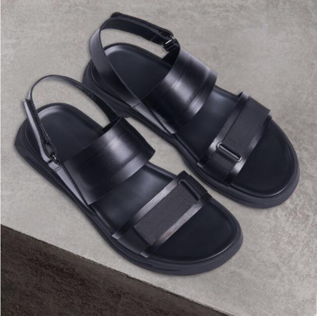 Ayakk.'ten Erkek Sandaletleri'de Siyah Yaz Erkek Rahat Moda Rahat Sandalet Criss Çapraz Sapanlar Erkek Serin plaj sandaletleri Ayakkabı Daireler Pist Tasarım Sandalias'da  Grup 1