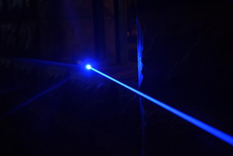 2018! NEW! Strong 30000M 450nm high power Blue laser pointers light Cigarette Burning Lazer Adjustable Burning Match