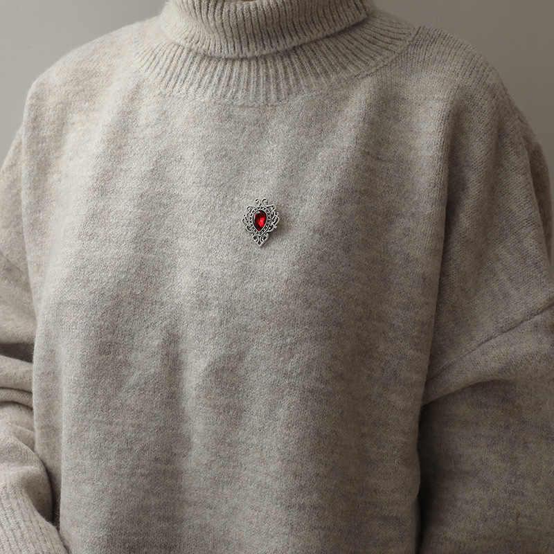 Broche de aleación de moda collar de patrones huecos angle Palace retro Triangle camisas cuello pins mujeres hombres joyería