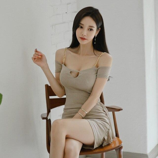 Фото женское платье на тонких бретельках клубное облегающее мини цена