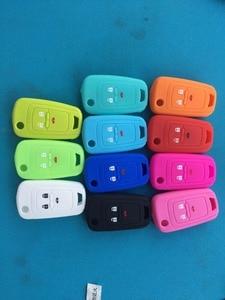Image 2 - Pusakieyy Silikon key fob abdeckung fall haube schützen haut set hülse Für Chevrolet Chevy Cruze Funken Onix Volt Aveo flip fernbedienung