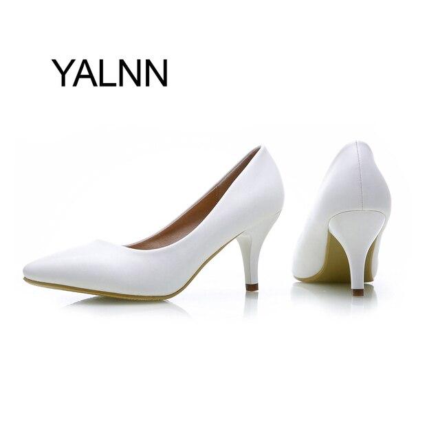 La moda de Nueva Bombas de Los Altos Talones Mujeres Bombean Los Zapatos de las Muchachas de Cuero Negro 7 cm de Espesor Zapatos de Tacón Negro de Señora de La Oficina